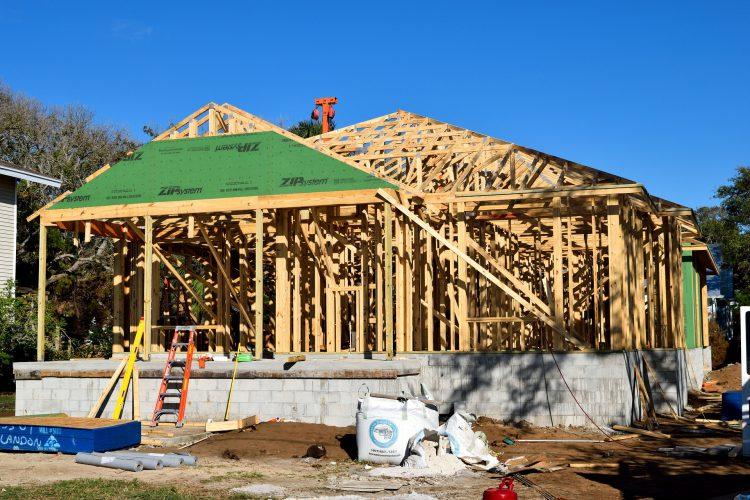 Maison individuelle en cours de construction sur un terrain