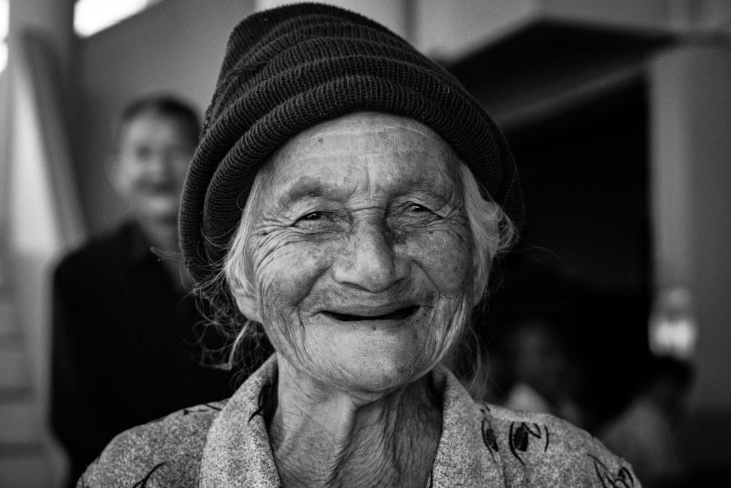 femme âgée qui sourit