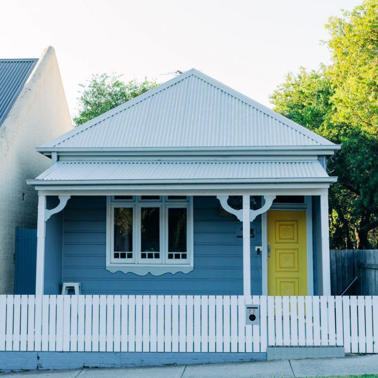 maison avec clôture
